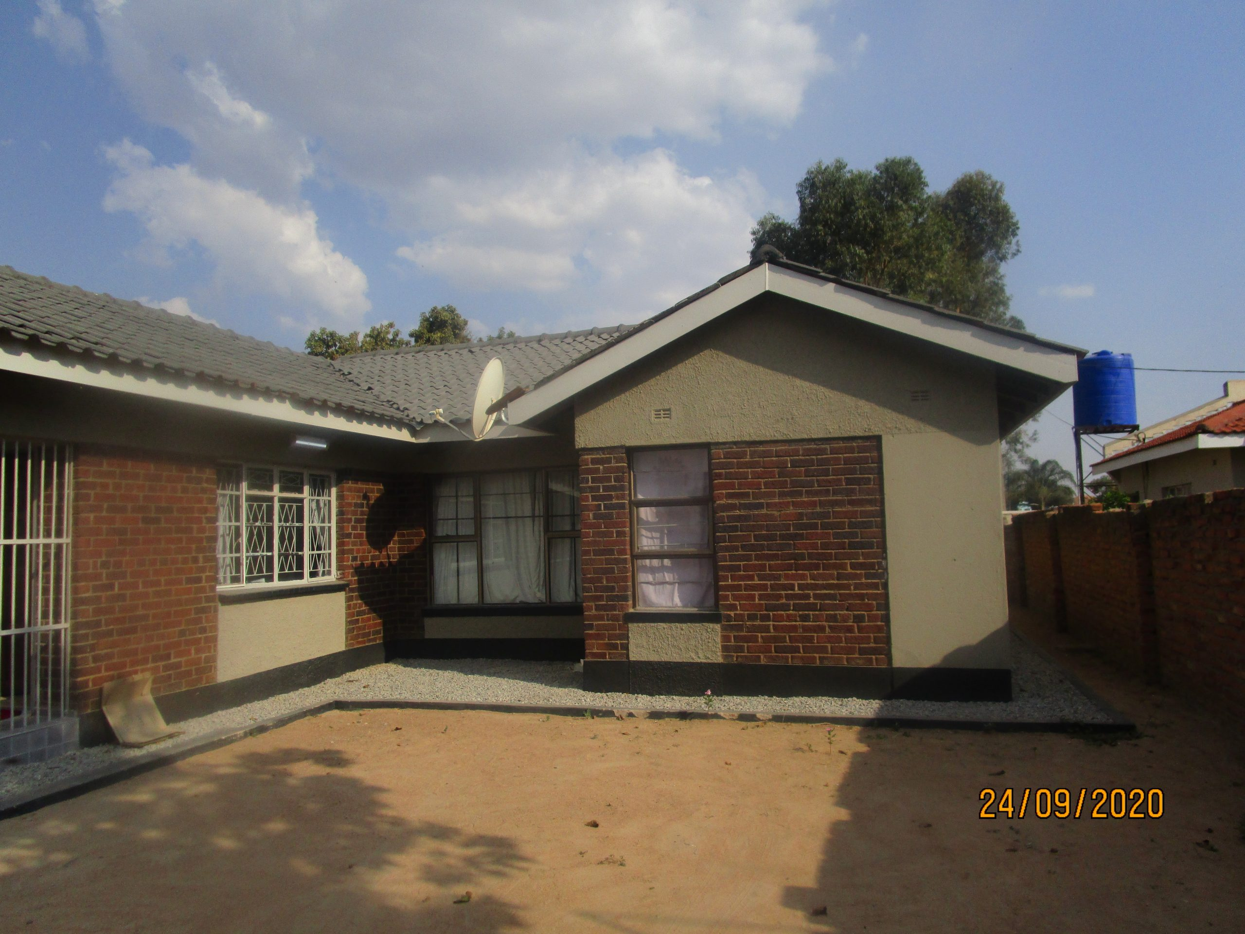 4 bedroomed house for Rent, Mainway Meadows,Waterfalls.